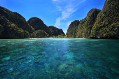 Crystal clear water at Maya Bay In Phi-Phi Island, Krabi