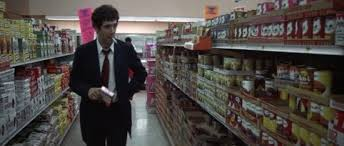 Thrill as intrepid gumshoe Philip Marlowe scans the shelves of a convenience store!