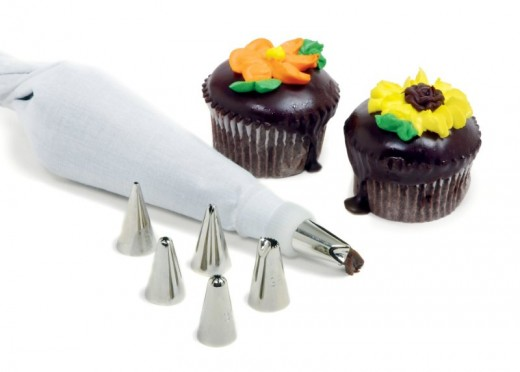 8 piece dessert decorating set with reusable bag and 6 tips