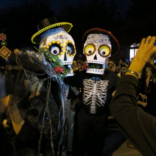 While not a Dia de Los Muertos celebration, many of the All Souls Procession costumes reflect Dia de Los Muertos designs.