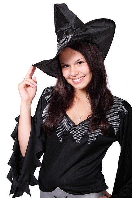 Halloween is perfect for some spooky fun with friends ... a Halloween scavenger hunt just adds to that fun