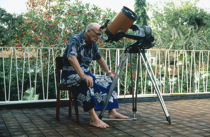 Clarke with his telescope in Sri Lanka