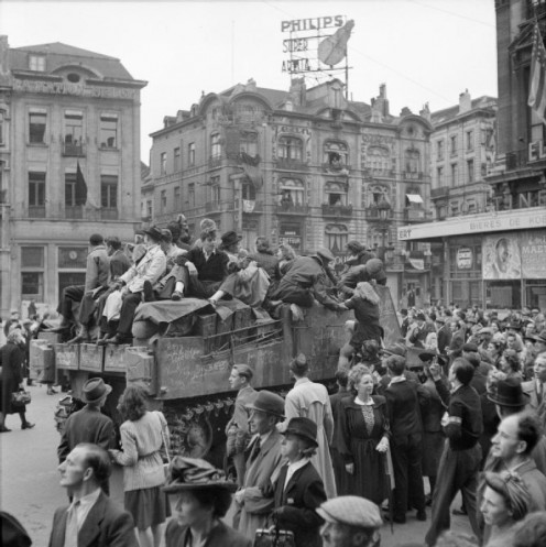 The British Army in North-west Europe 1944-45. Scenes of jubilation as British troops liberate Brussels, 4 September 1944.