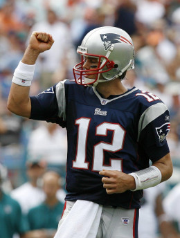 "Tom Brady flexes his ""muscle."" A sign of how good HE is"