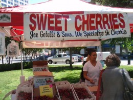Every Week Chavez Park Hosts A Farmers Market Supplied By Local Growers