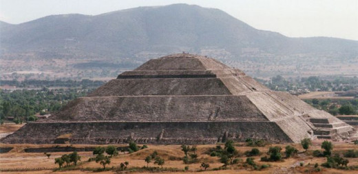 Pyramid of the Sun Teotihuacán, Mexico, taken from the Pyramid of the Moon