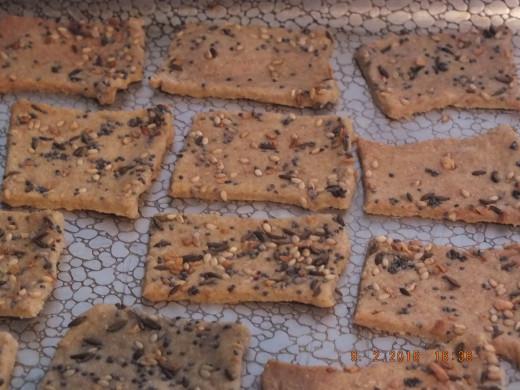 Homemade crackers and hummus! Big yum!