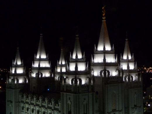Accent lights on the Salt Lake LDS Temple