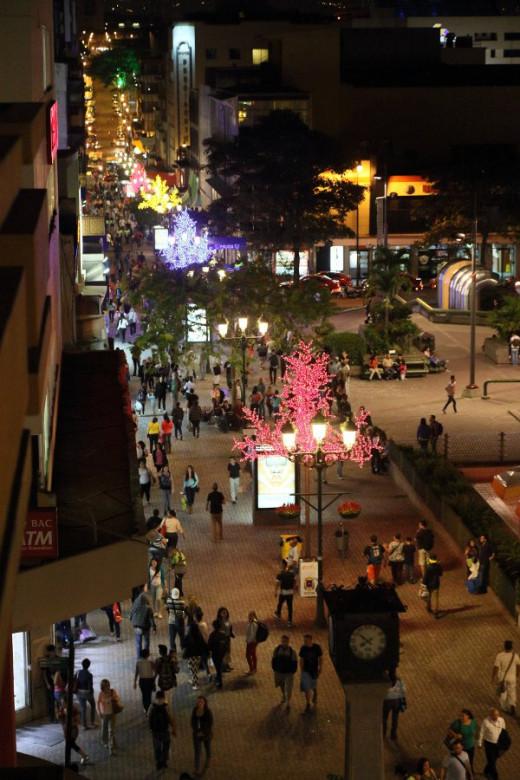 San José has an active nightlife during good weather.