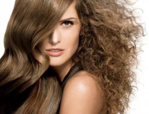 Best Natural Ways To Tame Your Frizzy Hair