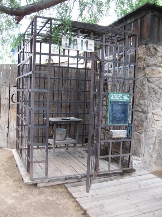 Outdoor lock up for prisoners
