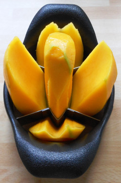 How to slice a mango easily to make a delicious Green Smoothie
