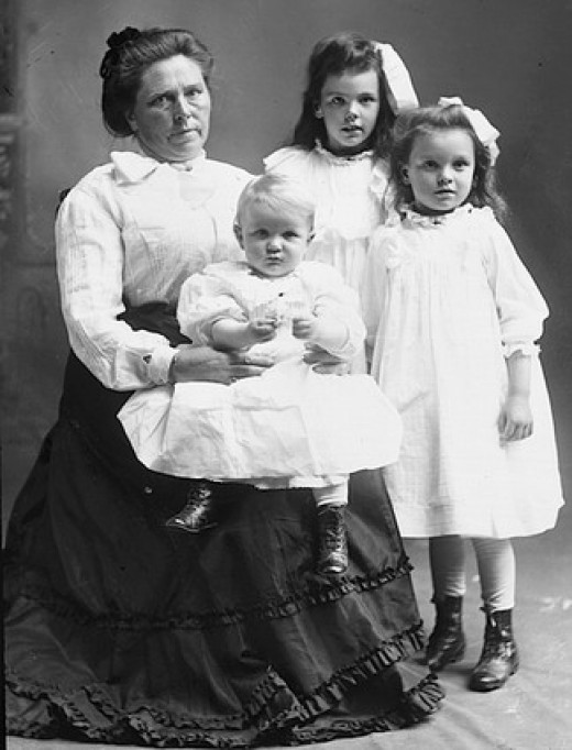 Belle Gunnes and her children