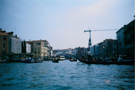 VENETIAN CANAL TOWARD RIALTO BRIDGE IN 2005 (not '98—I don't know why that shows up on my film)