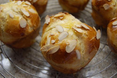 fresh brioche with sliced almonds