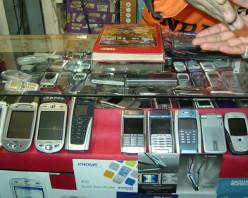 Karol Bagh: Biggest Mobile Market Hub In Delhi