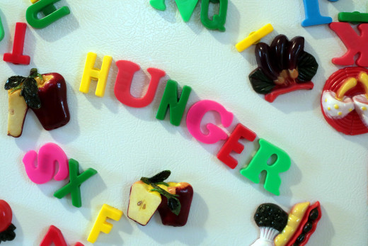 Follow these 10 methods to help you control hunger pangs.