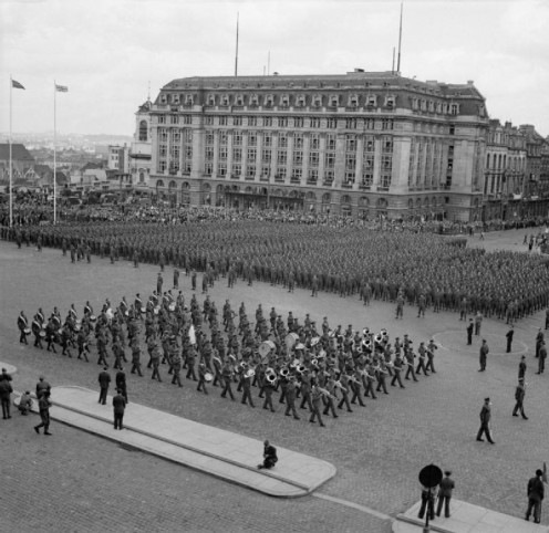 Allied Victory Parade in Brussels. British troops from the Guards Armoured Division form up in the Place Poelaert. Source: http://media.iwm.org.uk/iwm/mediaLib//48/media-48363/large.jpg)