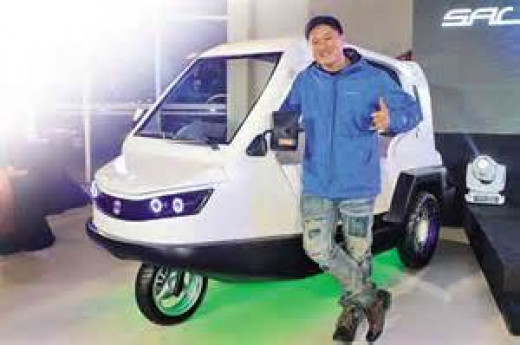 Custom car guru ATOY LLAVE and his Salamander (Photo Source: motioncars.inquirer.net}