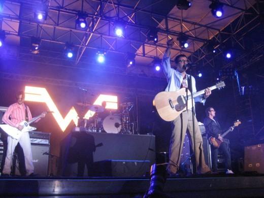 Weezer still rocking in concert at Sunfest 2010.