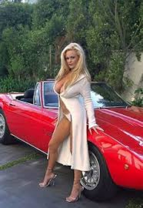 What man looking to buy a used car would say no to her?