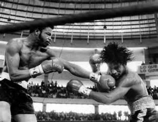 """Ray Lampkin gave his all in a losing effort to """"Hands of Stone"""" Roberto Duran. Lampkin lost by 14th round T.K.O. in his lightweight title bid."""