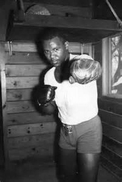 Thad Spencer fought as a heavyweight in the 1960s and in the 1970s taking on the best the division had to offer.