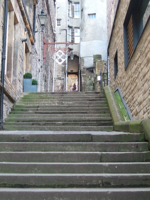 The view up Advocate's close to the Royal Mile