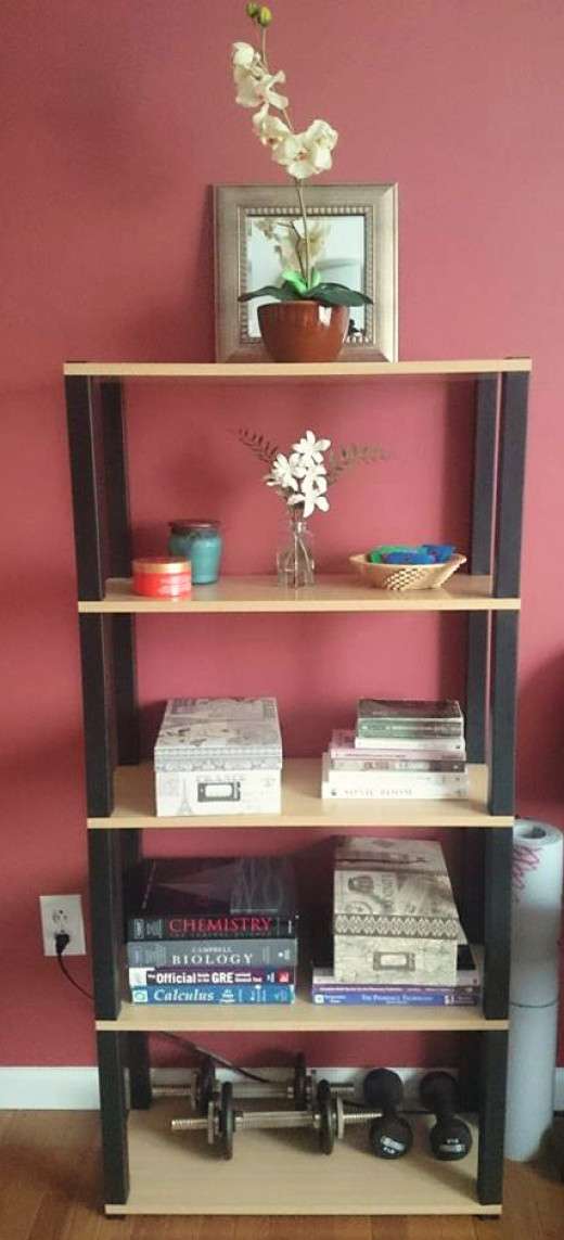 Add decorations to the bookshelf