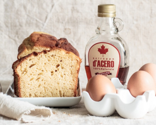 This is a simple and lovely recipe for maple cake. Google translate does an adequate job of the Italian translation. Just as you would for most recipes, cream wet ingredients and add to the dry ingredients. Cook at 325.