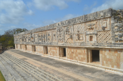 Building at the back of the courtyard behind the pyramid