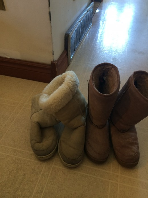 The real Uggs are the cream ones on the left and the Fake Uggs are the brown ones on the right.
