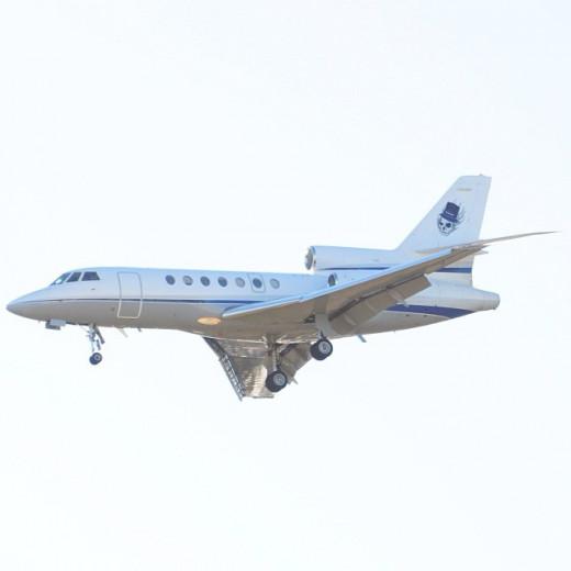 Dassault Falcon 50 trijet landing at San Antonio airport