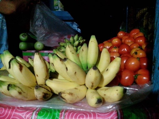 Photo Source: Ireno A. Alcala Sweet banana and tomatoes