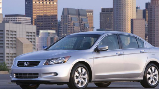 A silver 2009 Honda Accord