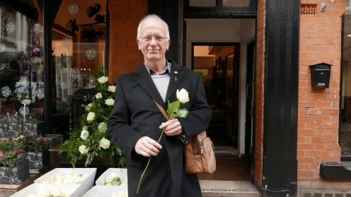 Buying the white rose for Richard