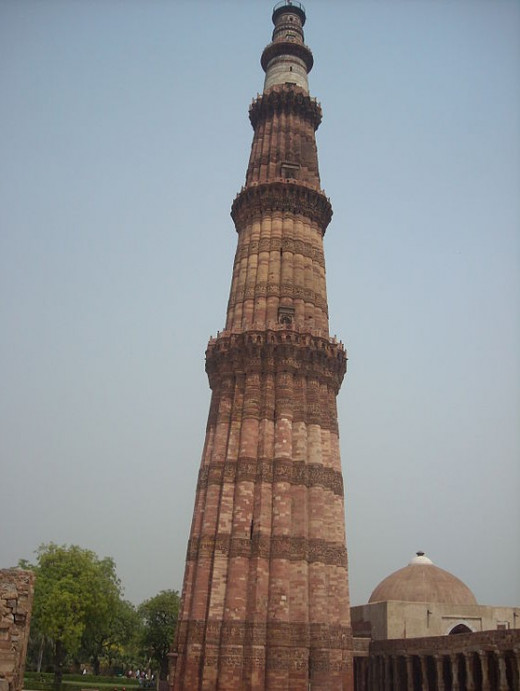 Full View Of Qutab Minar By Sivashankar96 [CC-BY-SA-3.0 (http://creativecommons.org/licenses/by-sa/3.0)], via Wikimedia Commons
