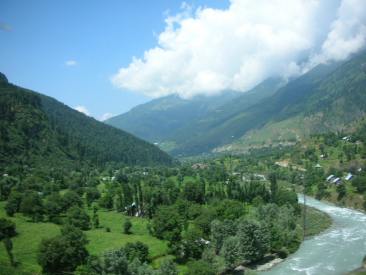 Kashmir Vally By tkohli at Flickr [CC-BY-2.0 (http://creativecommons.org/licenses/by/2.0/)], via Wikimedia Commons