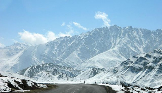 On the way to Leh By 100rabpec [CC-BY-SA-3.0 (http://creativecommons.org/licenses/by-sa/3.0)], via Wikimedia Commons