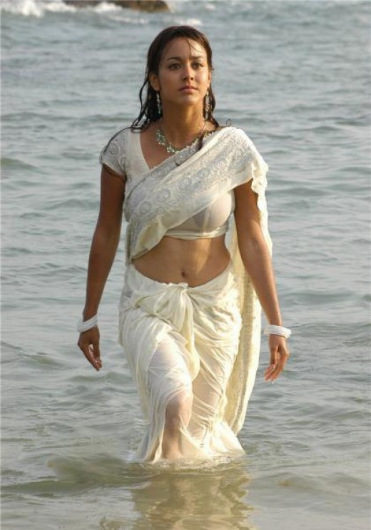 who ever wears sari or saree they look gorgeous sensuous and