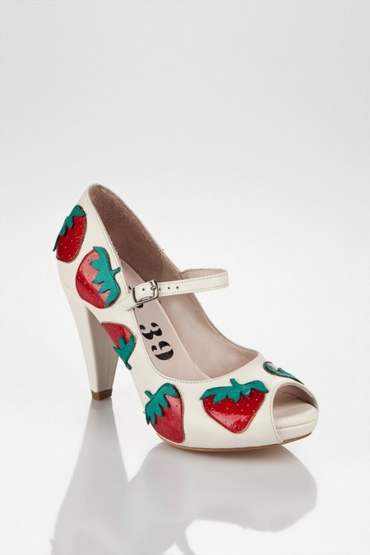 Fun peep-toe pumps with large strawberry prints.