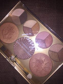 The Bronze Goddess Eyeshadow and Face Palette From Icing Review