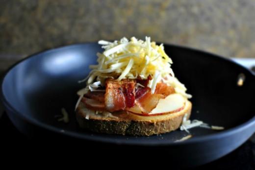 Smoked Gouda-Bacon-Apple