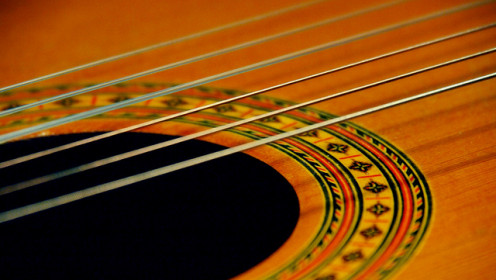 Try Experimenting With Different Guitar Strings