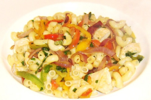 Cooked macaroni is served stirred through chicken and bell peppers