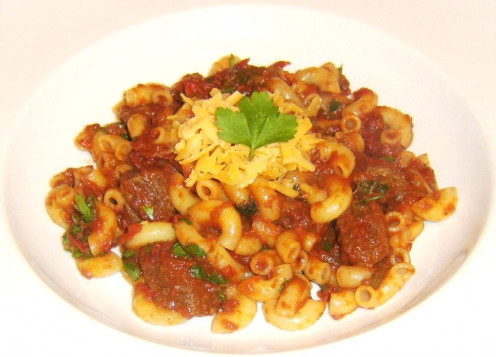 Rich and spicy beef and tomato stew with macaroni