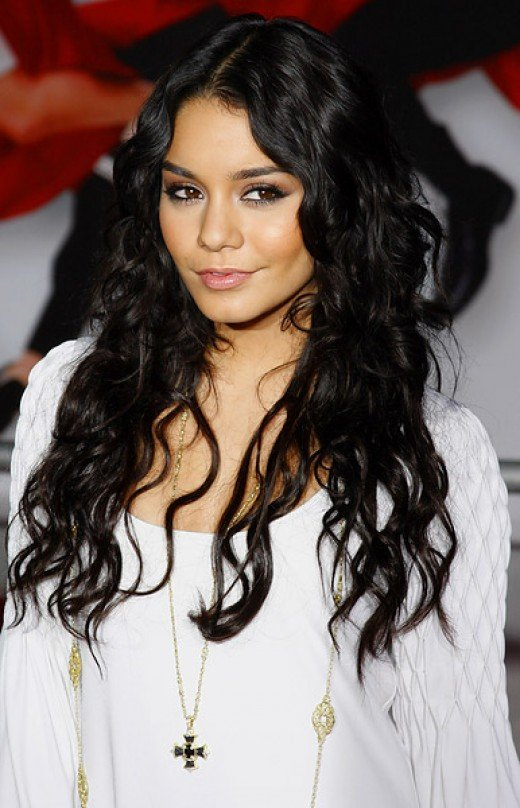 You can choose to wear your hair in a black long layered hairstyle,