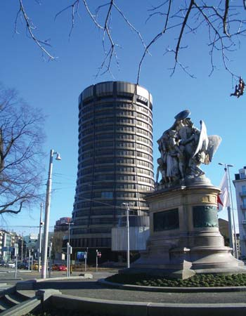 photo of the building that houses the Bank of International Settlements in Basel Switzerland and sculpture in front