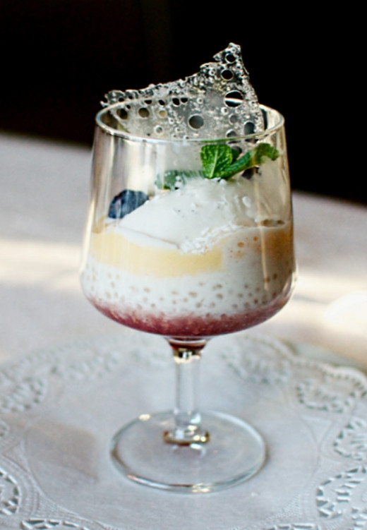 Even a simple tapioca dessert can look very appealing in a glass. Bubble teas are also very popular.