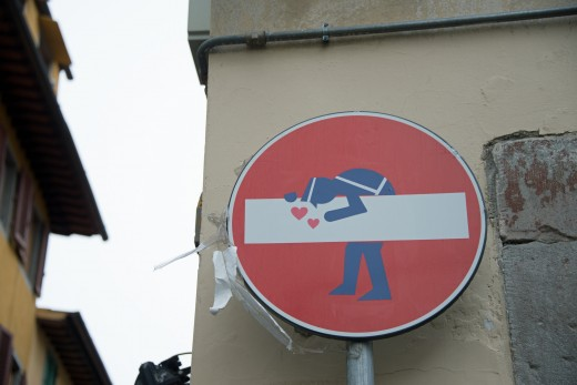 Be safe and look at the signs (Traffic sign in Florence)